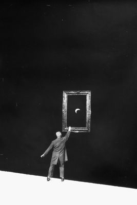 Gilbert Garcin - 360 - L'artiste (The artist), 2008, gelatin silver print, 12 by 8 inches, 16 by 12 inches, or 24 by 20 inches