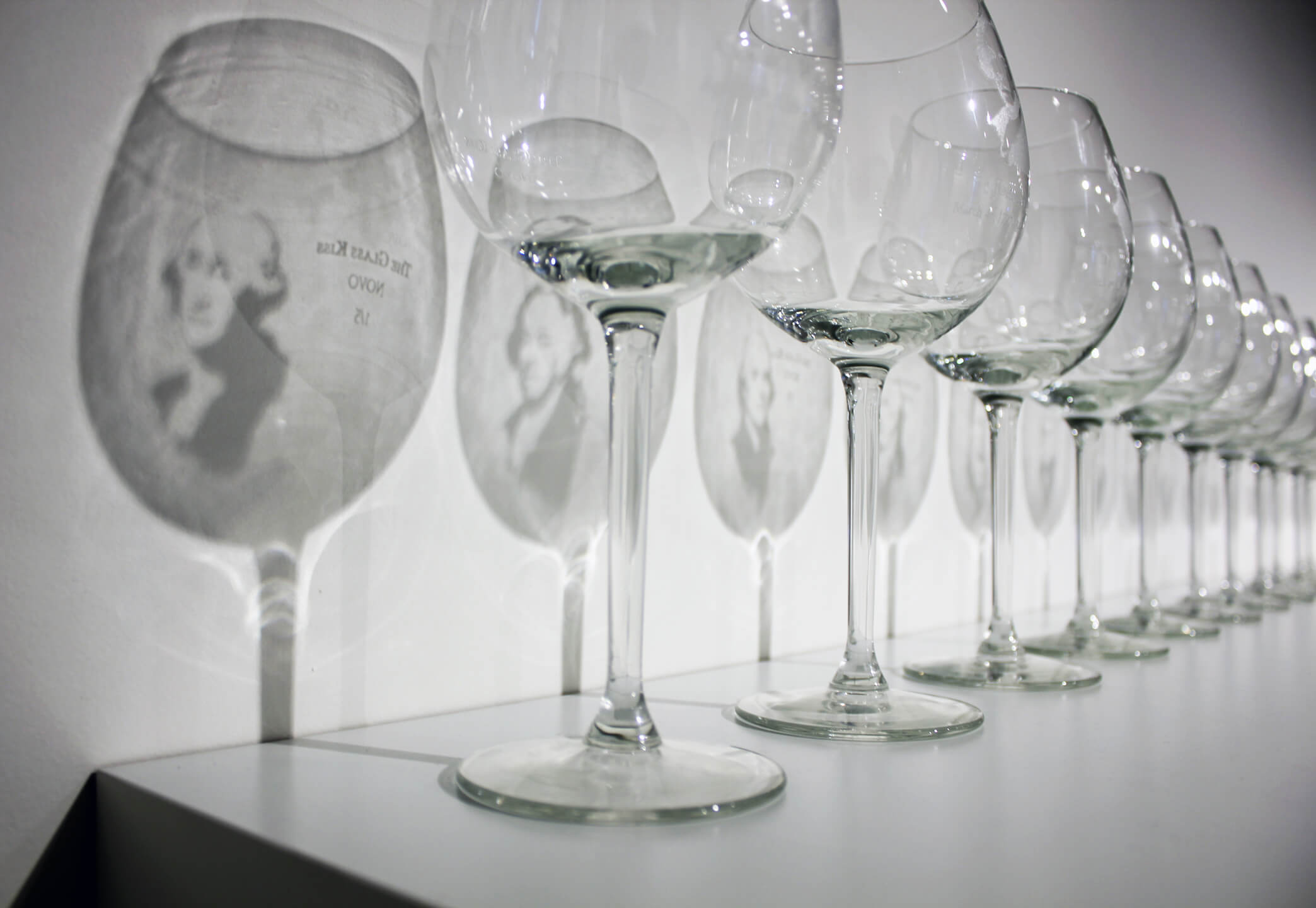 Reynier Leyva Novo - The Glass Kiss (detail), 2015, 70 etched glasses, size variable