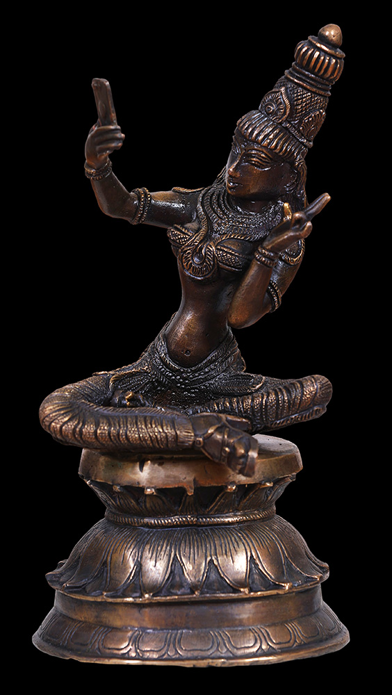 Siri Devi Khandavilli - Selfie Queens 2, 2017, cast bronze, 11 by 5 by 5.75 inches, edition of 3