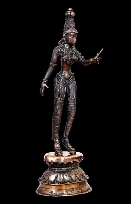 Siri Devi Khandavilli - Selfie Queens 6, 2017, cast bronze, 17.5 by 5.5 by 5.75 inches, edition of 3