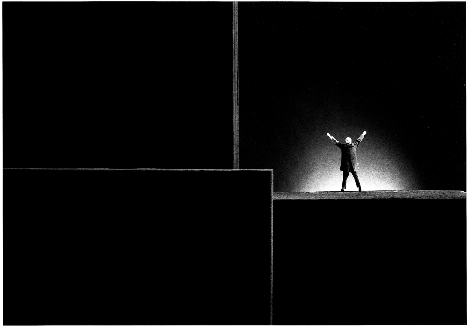 Gilbert Garcin 316 – La vie est belle – Life is beautiful, gelatin silver print, Available in three sizes: 8 x 12 inches, 12 x 16 inches, 20 x 24 inches unframed, Edition of 12