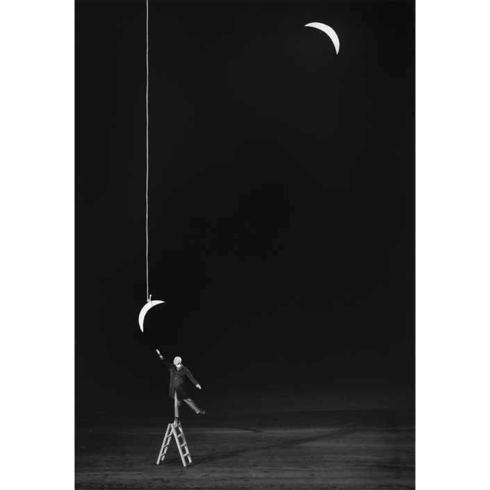 Gilbert Garcin - 339 - L'ambition raisonnable (Reasonable ambition), 2007, gelatin silver print, 12 by 8 inches, 16 by 12 inches, or 24 by 20 inches